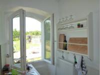 Blick aus der Küche in den Garten